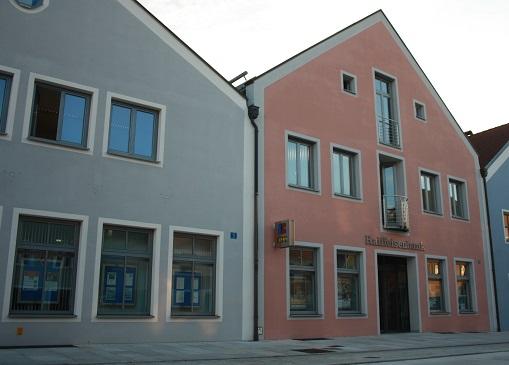 Raiffeisenbank im Oberpfälzer Jura eG, Raiffeisenbank im Oberpfälzer Jura eG - Hauptstelle Hemau, Stadtplatz 15-17, 93155, Hemau